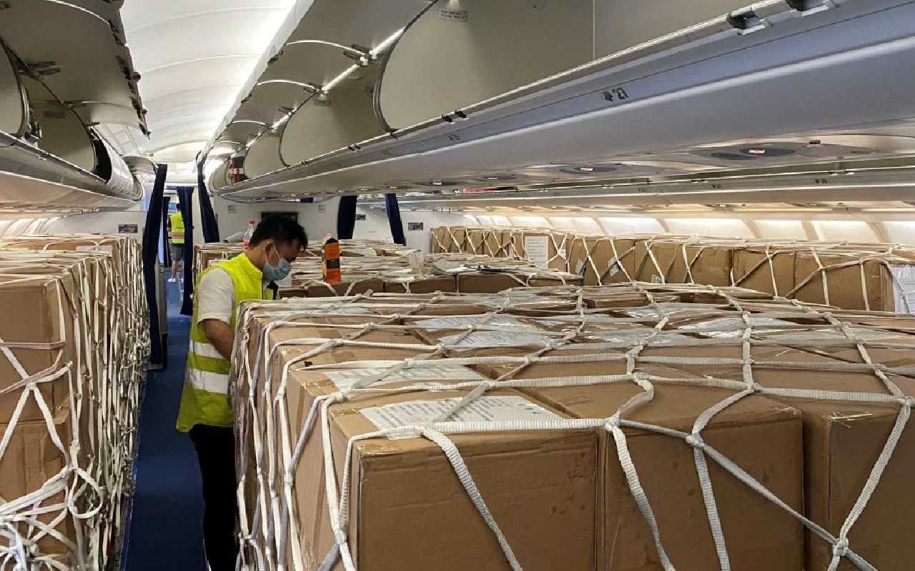 قرار دادن بار در هواپیما برای کارگو از ترکیه به ایران