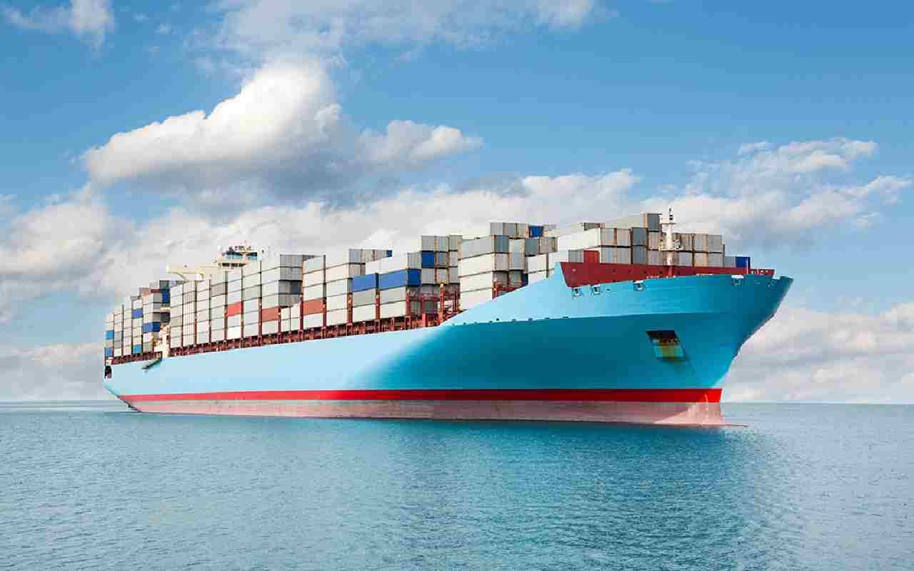 کشتی حاوی کانتینر در حال عبور از دریا و ارسال بار به ملبورن